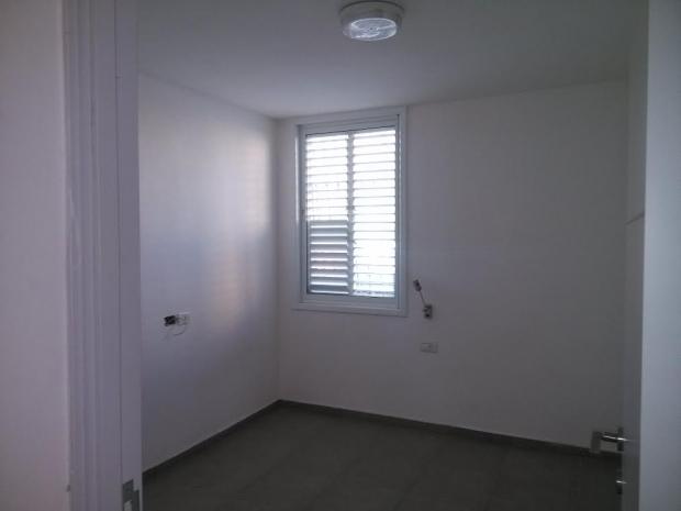3 חדרים במרכז חולון.