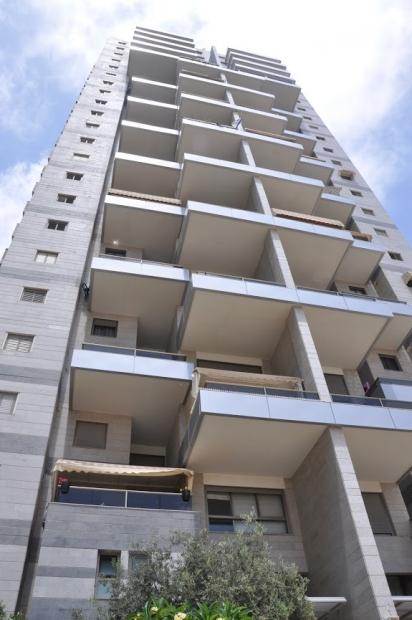 Новая большая 3 ком. квартира в новостройках у моря.