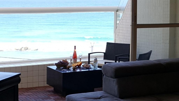 2 ком. квартира с лифтом и балконом на море.