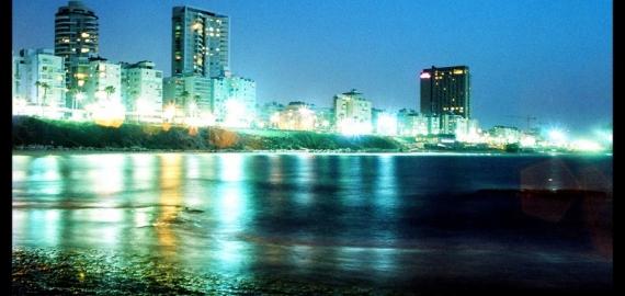 בת ים בלילה